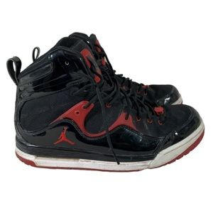 Jordans Size 9.5 Black and Red Pre Owned